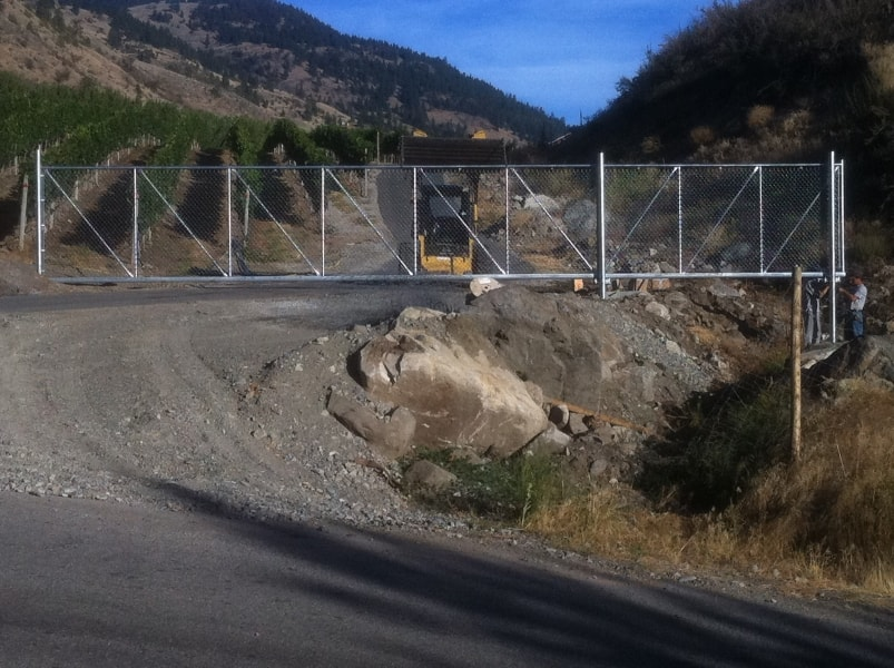 32-ft-wide-chainlink-cantilever-gate